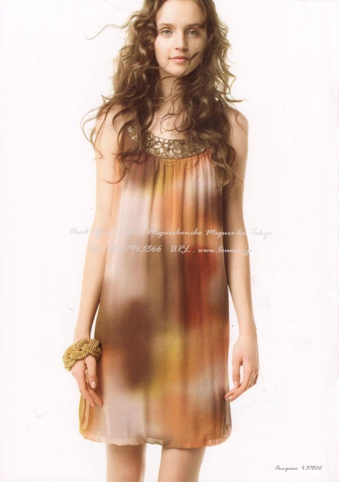 LOUNIE(ルーニィ)通販:2009夏物公式カタログ(12/背表紙):胸元のビジューにこだわりあり!誰もが振り向く2009夏・シルクワンピース!
