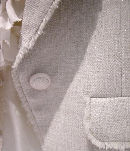 OUNIE(ルーニィ)通販:2009春:卒業・入学式に!高級感あふれるツイードジャケットはボタンも上品。くるみボタン。フリンジで個性的に♪