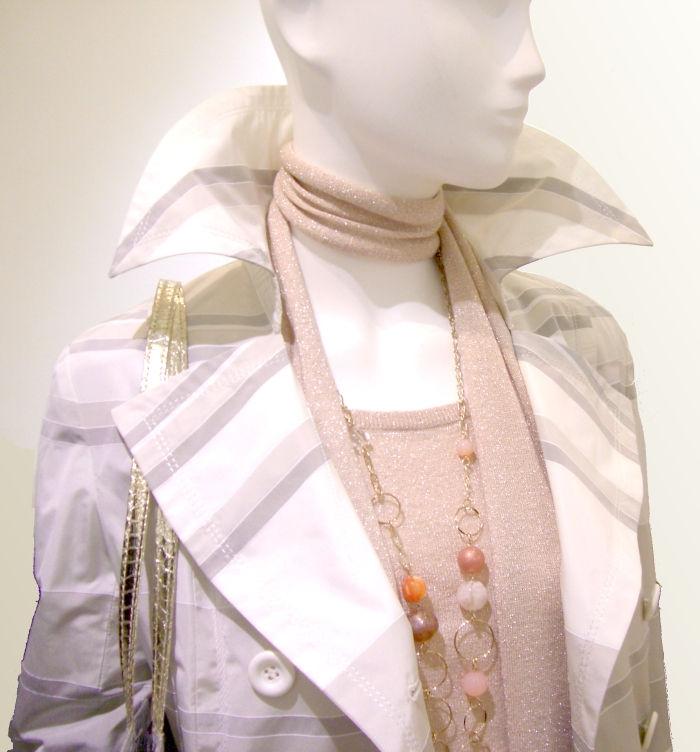 LOUNIE(ルーニィ)'09春物:LOUNIEプランタン銀座店☆春コートの襟を立てて颯爽と!With3月号掲載ストール付きラメニットと。