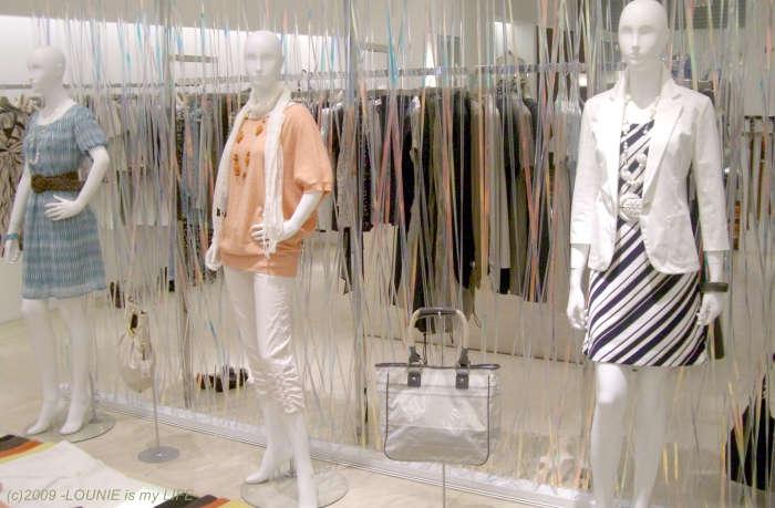 LOUNIE(ルーニィ)通販:2009夏物:マリンワンピース:ルーニィ銀座本店にてLOUNIE'09春夏コーディネートがディスプレイされていました!