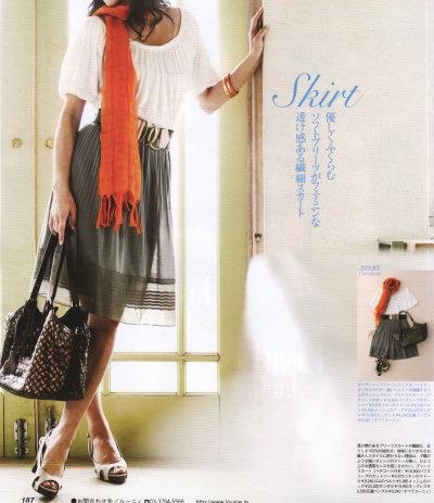 LOUNIE(ルーニィ)通販:CLASSY.(クラッシィ)5月号(2009年)掲載のルーニィ!「ルーニィでゆるくかわいく品も良く」やさしくふくらむソフトプリーツがフェミニンな透け感ある繊細スカート