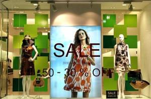 LOUNIE(ルーニィ)2008夏銀座店ディスプレイ。DMにもなった'08夏メイン柄のオレンジワンピースが印象的!