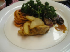 十七八のランチの肉料理(サイコロステーキ)