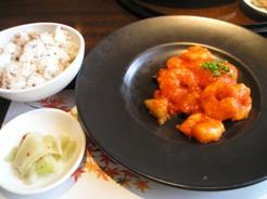 浜木綿 ランチコースのメイン料理(エビチリ)