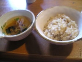 玄米ご飯とスープ