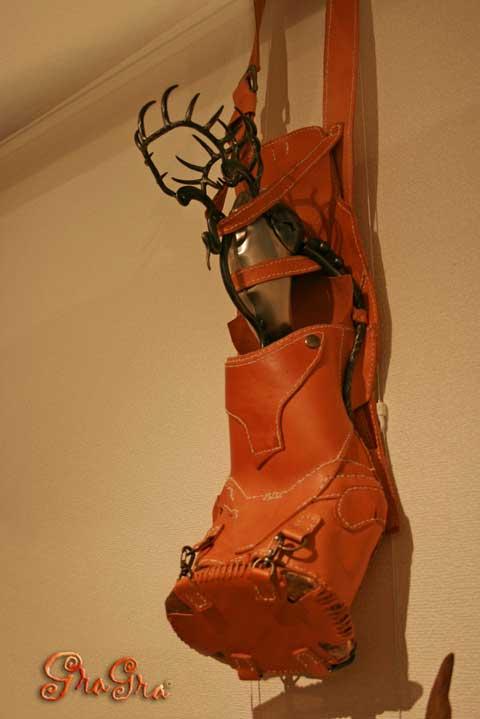鉄と皮革のアート