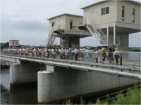 松潟堰の見学会1