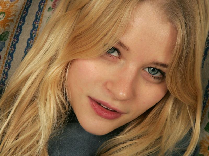Emilie-de-Ravin-125425.jpg