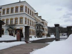 雪の旧鉱山事務所