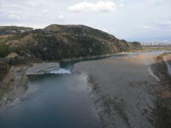 富士川橋から駿河湾を望む