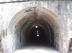明治トンネル入り口