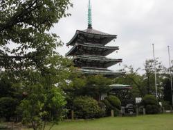 香陵台の慰霊塔