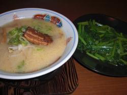 青菜炒めとラーメン