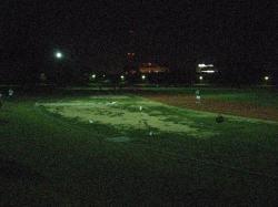 夜の桑名運動公園陸上競技場