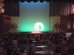 ニックニューサの舞台