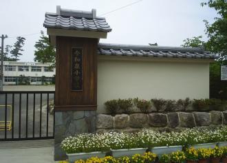 08今和泉小学校正門(30%)