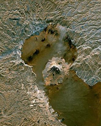 姶良カルデラ 衛星写真 484×600 pixels