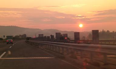 高速道の夜明け