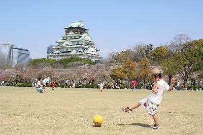 大阪城をバックに・・