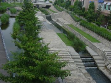 ヴィソラの川