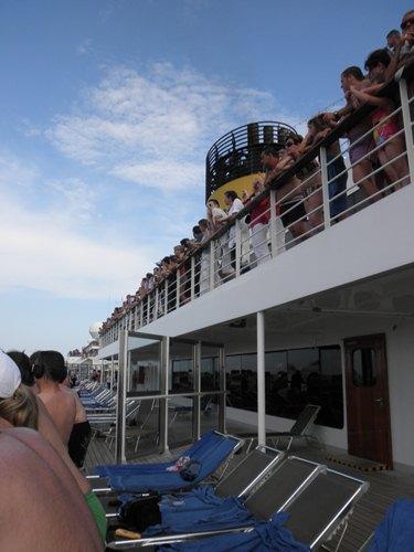 出航を待つ人たち