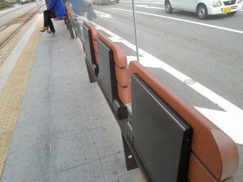 富山地方鉄道・丸の内停留場の椅子