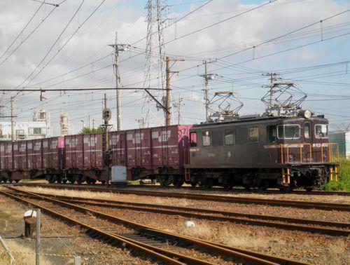岳南鉄道ED402牽引の貨物列車(比奈駅)