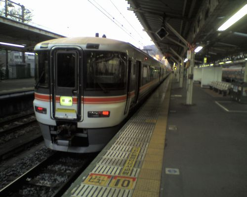 373系の普通321M(2010年1月5日・熱海駅)