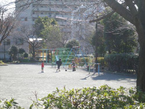 海岸電気軌道・総持寺駅跡の公園