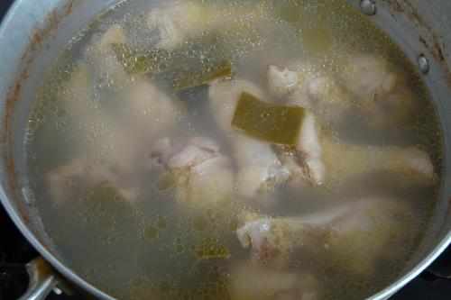 081220-010スープ仕込み中(縮小)