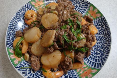 090103-010牛肉と海老と帆立のオイスターソース炒め(縮小)