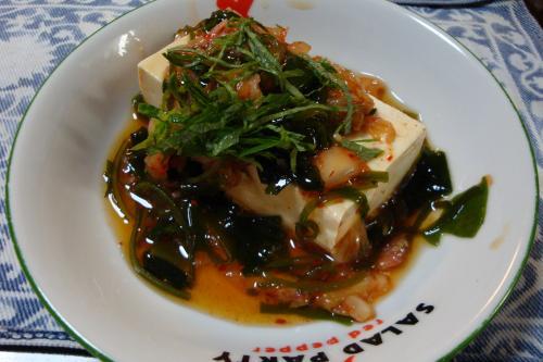 090118-021めかぶキムチ豆腐皿に盛ったところ(縮小)