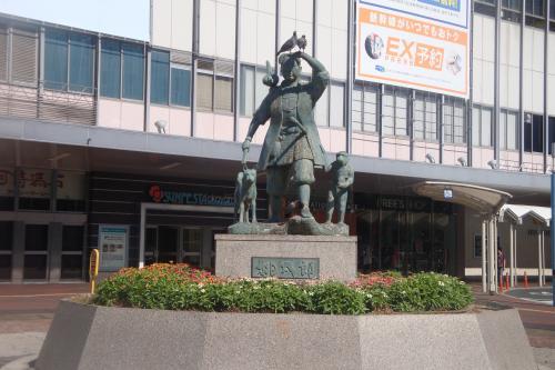 090901-4桃太郎像(縮小)