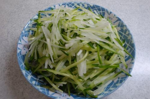 091114-020細切り野菜のサラダ(縮小)