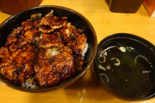 091211-001豚丼(縮小)