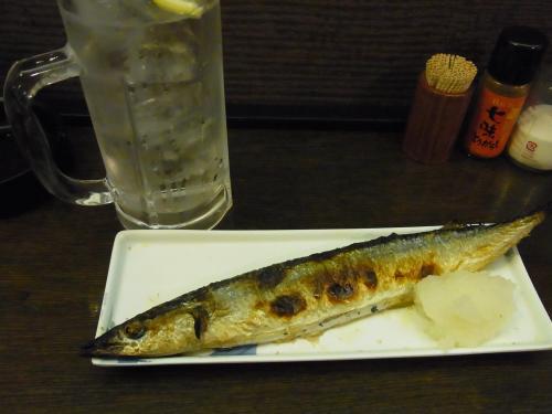 111021-012秋刀魚とチューハイ(S)