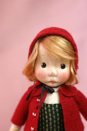 赤コートの子