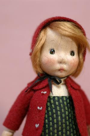 赤いコートの子・1