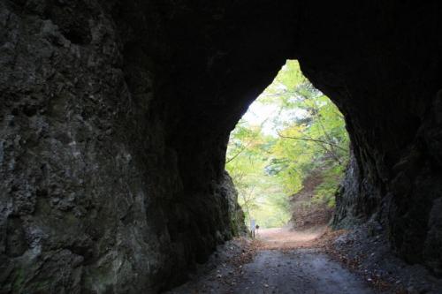素掘りトンネル内