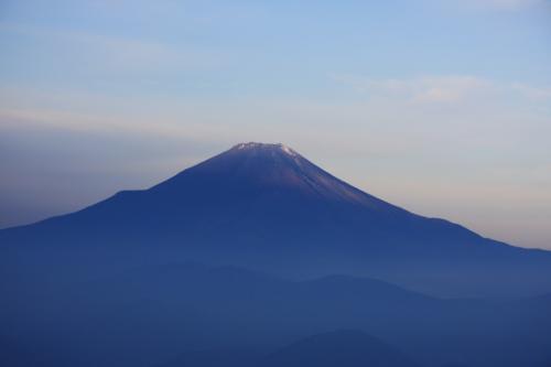 陽があたり始めた富士山