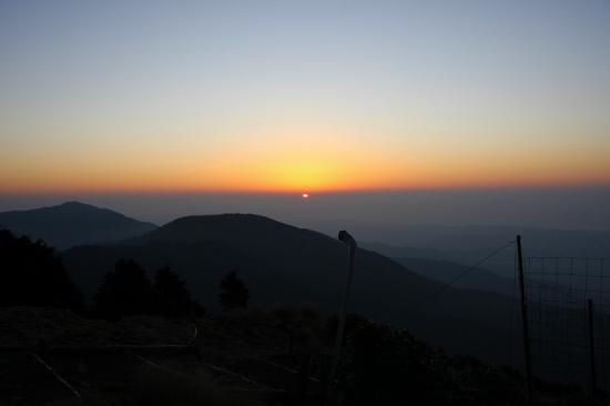 日の出・花立山荘前
