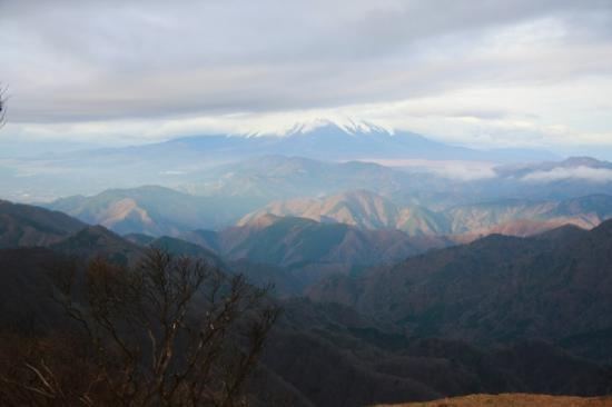 隠れてしまった富士山