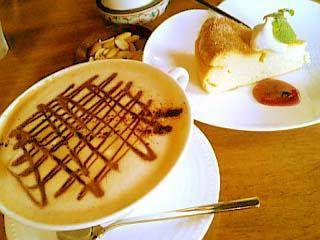 cafeアカリヤ カフェモカ+チーズケーキ