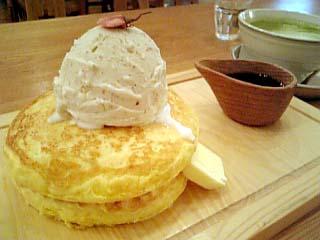 SAGANO-YU 桜小豆と黒蜜のパンケーキ+抹茶ラテ