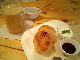 VCROP cafe 全粒粉入り2種のスコーン+黒糖のチャイ