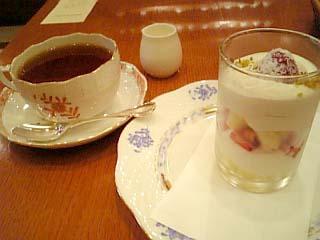 カフェ・ドゥ・トネール イチゴのショートケーキ+ホットティー(セイロン)