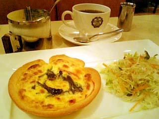カフェーパウリスタ ほうれん草とモッツァレラチーズとベーコンのキッシュ+コーヒー