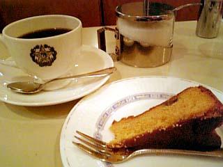 カフェーパウリスタ キャラメルケーキ+コーヒー