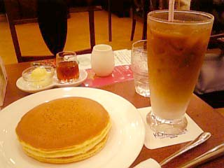 珈琲館飯田橋 手焼きホットケーキ+カフェオレ