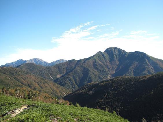 山伏山から塩見岳を振り返る